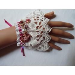 Manchette broderie anglaise blanche froncé ruban satin rose foncé – trois fleurs tissus rose et bordeaux