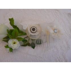 Peigne de cérémonie - Grosse fleur dentelle ivoire cœur strass et perles