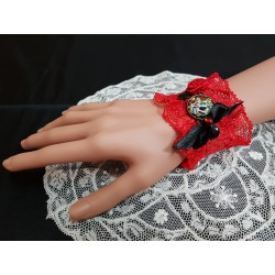 Manchette dentelles rouge et noire steampunk