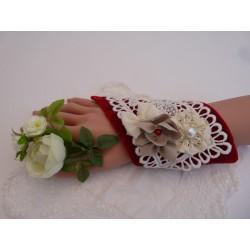 Manchette panne de velours rouge et dentelle ancienne coton ivoire
